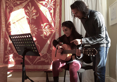 Private Guitar Lessons in Chicago for kids, yougn adults, and adults.