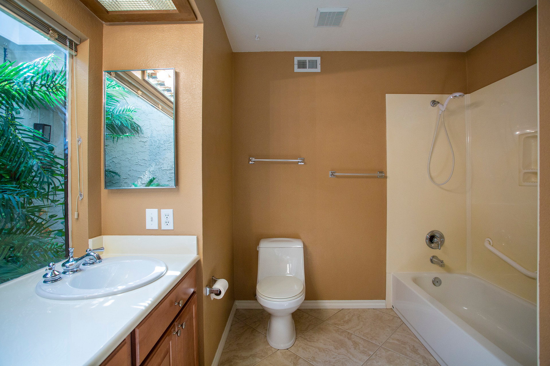 21 MASTER BATHROOM.jpg