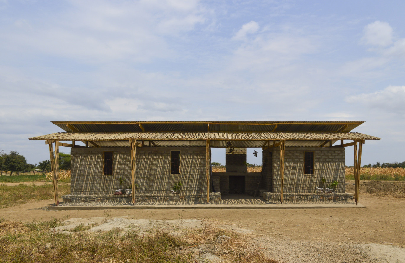 CEB house, Maji moto