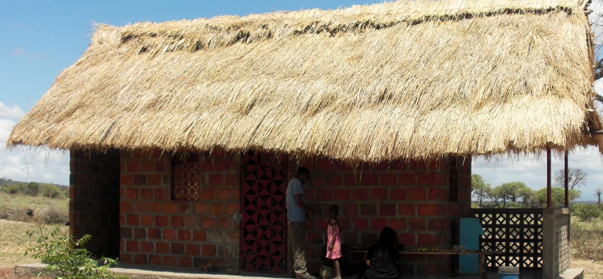 Grass roof house, Msitu wa Tembo