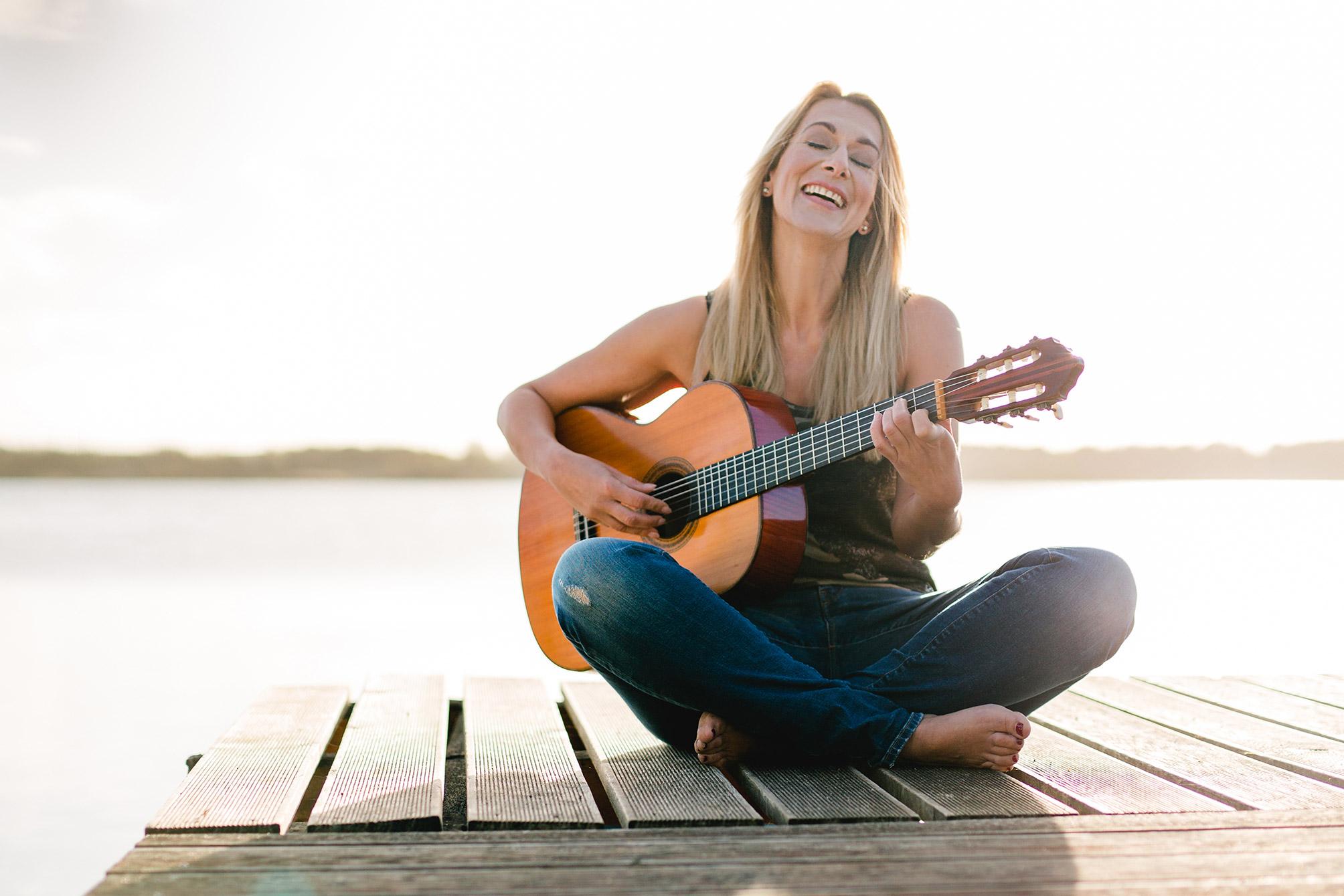 Portraitfoto mit Gitarre