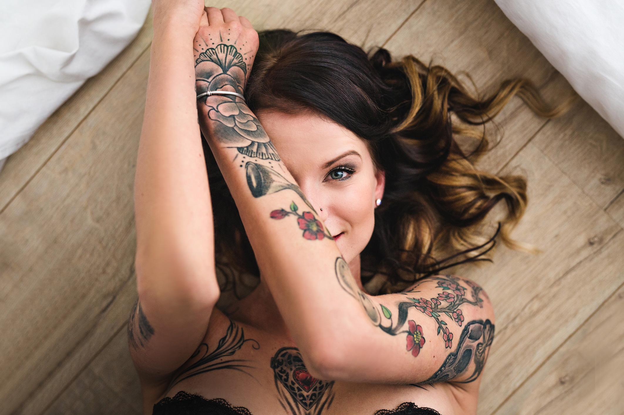 Sinnliches Portraitfoto mit Tattoo