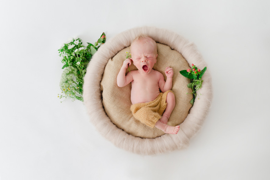 Neugeborenes beim Gäääähnen