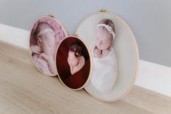 Neugeborenenfotos im Stickrahmen