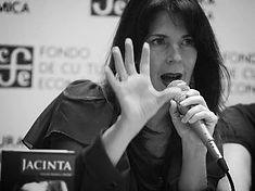 Escritora Yolanda Ramírez Michel en la presentación de Jacinta