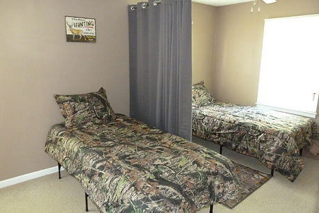 Two twin beds in a bedroom at Kentucky Heartland Outfitters.  We are the prime whitetail outfitter in Kentucky for trophy buck hunts.