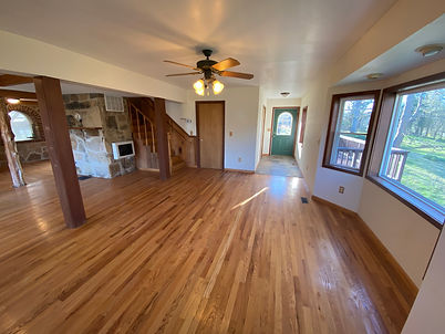 Second entryway picture with slate floor of the Munfordville, Kentucky home for sale.