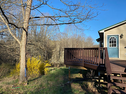 Picture of the second deck on the home for sale at 1184 Rocky Hill Road, Munfordville, KY.