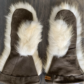 Leather and fur mitts palms