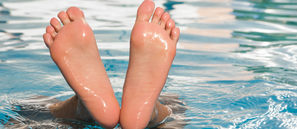 feet-3733084.jpg
