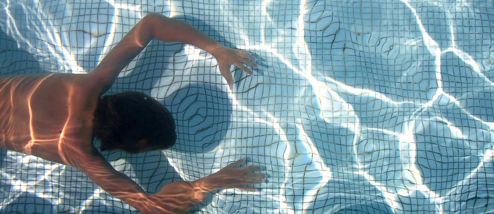 swimming-97509.jpg