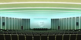 Общий вид зала на президиум. Световой переход.