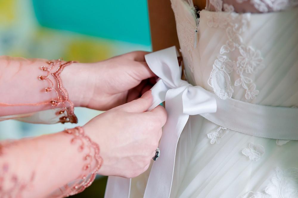bride's dress lace
