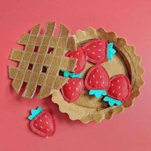 Felt Strawberry Pie Toy