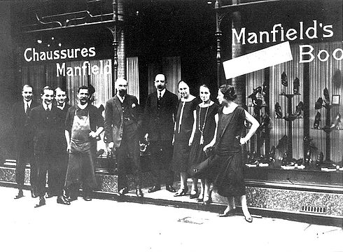 1900_Boutique_à_Paris.jpg