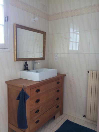 salle de bain du rez de chaussée Lysalin shower