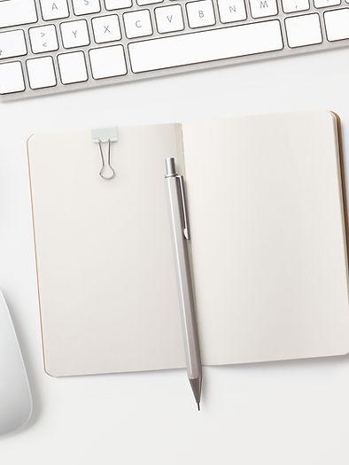 Blocco note sulla scrivania