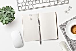 Cuaderno en el escritorio