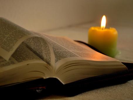 Waarom ligt er vaak een bijbel in een hotelkamer?