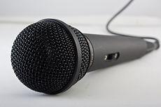 microphone-1068289_1920.jpg
