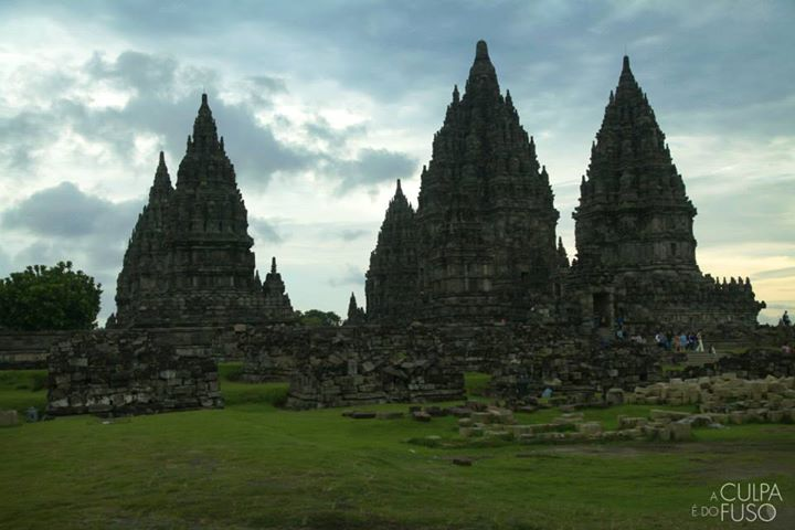 Facebook - Último por do sol em Java, no Templo hindú Prambanam - Yogyakarta.jpg