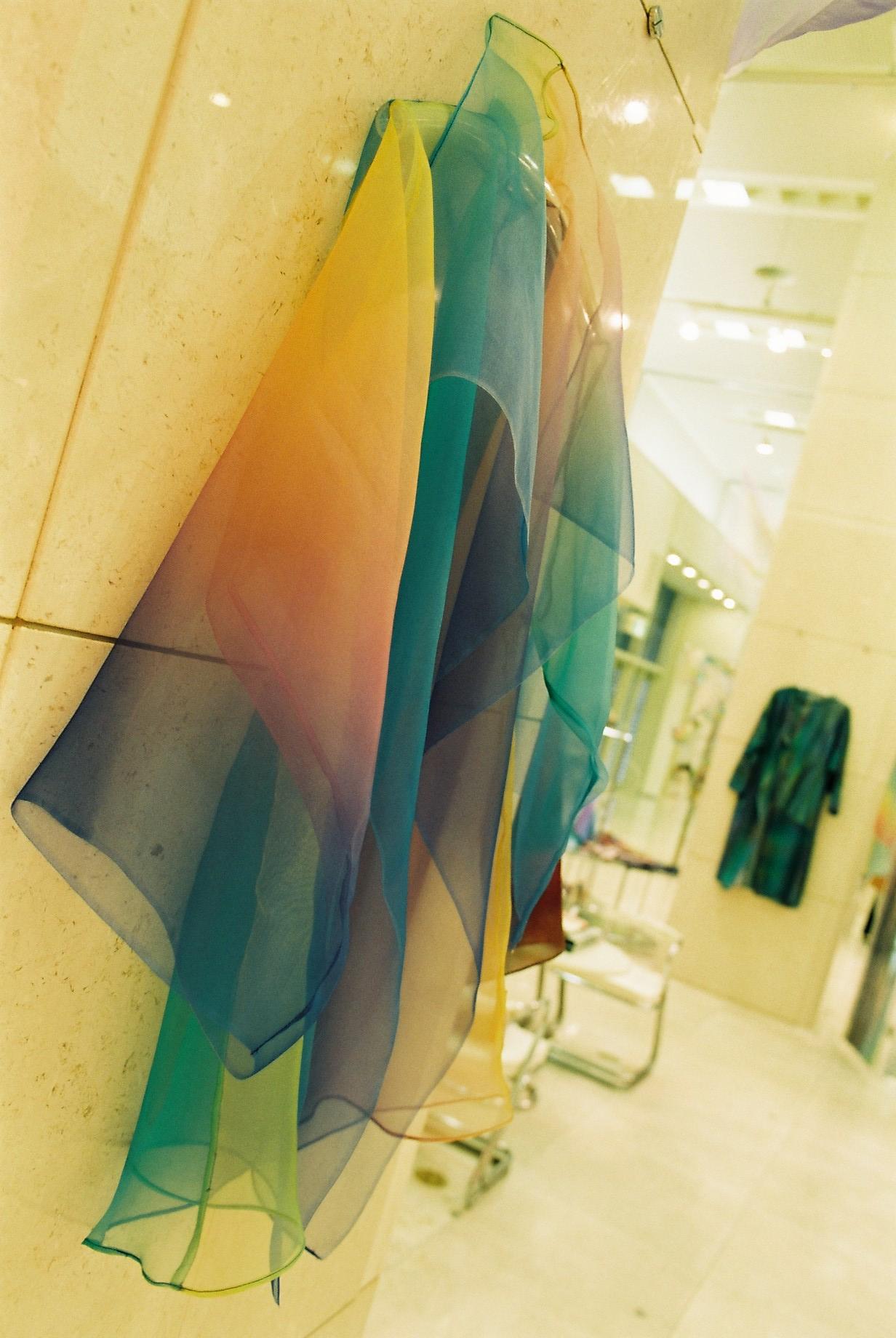 1997.有楽町阪急.8Fギャラリー.虹色グラデーションコート
