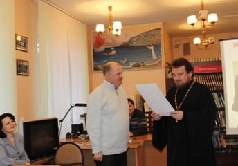 Архиерейскую  грамоту вручили Председателю Совета поискового объединения «Возрождение»  Алексею Влад