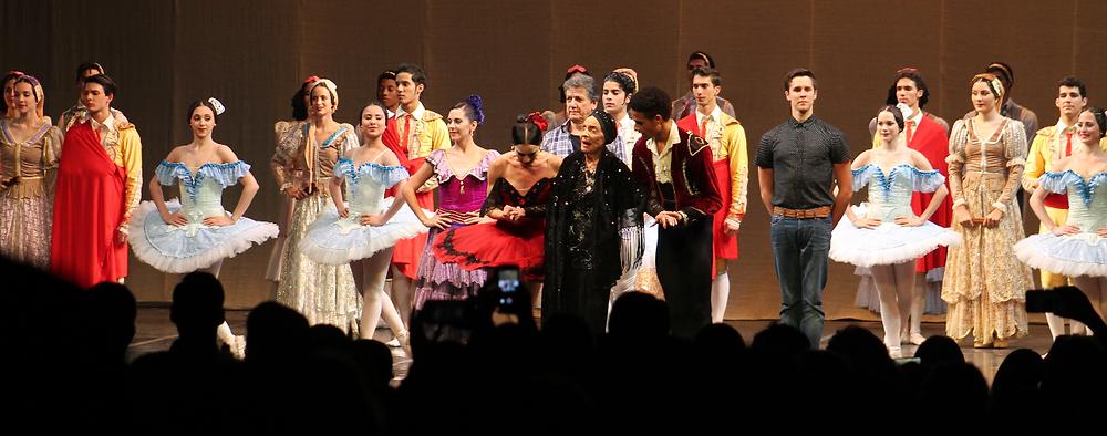 Al finalizar la presentación Alicia Alonso agradeció al público asistente. / Marcela Moreno