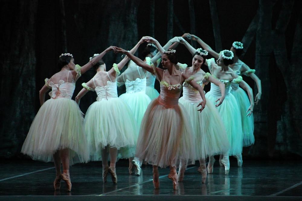 """Las """"willis"""" hicieron danzar las púpilas de los espectadores. / Marcela Moreno"""