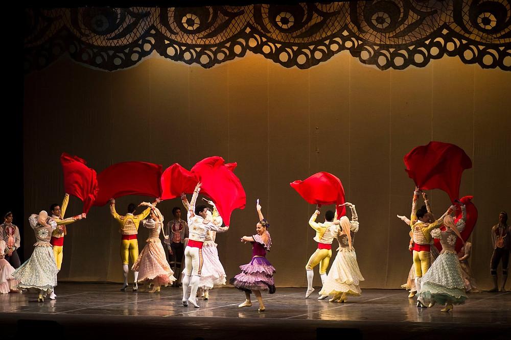 """La """"Suite de Don Quijote"""" estuvo marcada por los colores de España. / Andrea Alvarado"""