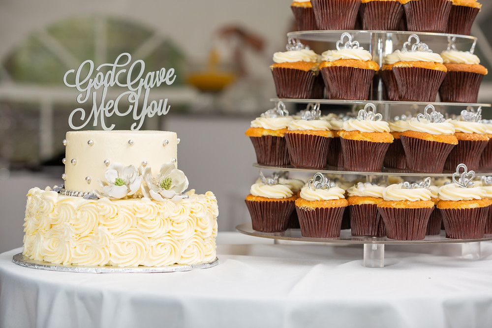 The wedding cake and cupcakes at the wedding in Fairfax, Virginia.