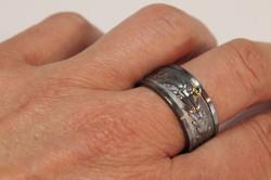 Ring; oxiderat silver smaragd