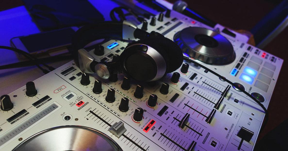 Headphones-DJ-Music-Production.jpg
