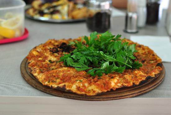 la pizza turque ( photo : Borsam Taş Fırın )
