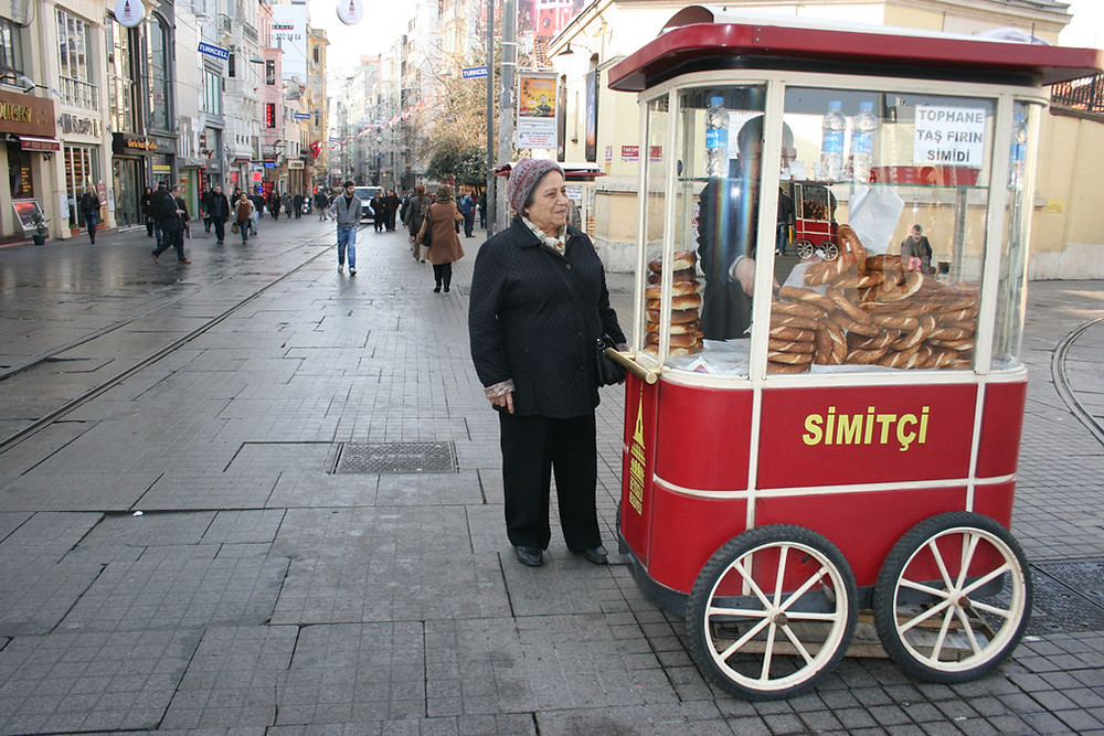 Vendeur de simit ambulant