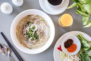 Famous Phở (Vietnamese beef noodle soup)