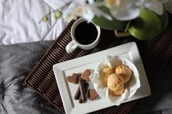 Detalhe café da manhã na cama