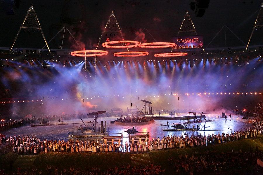 London 2012 rings hold.jpg