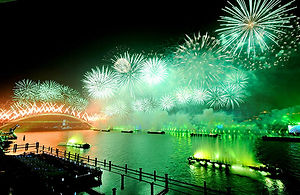 Fireworks_illuminate_expo2010_Lopez_AFP.