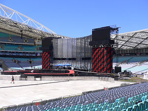 U2 Syd full stage wide.jpg