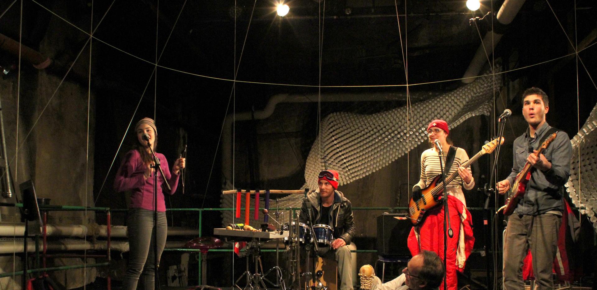 Helvète on the Ground_Concert à la Main