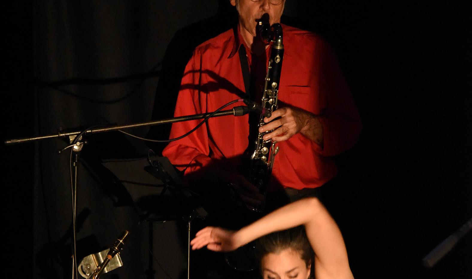 Helvète On The Ground Sax et Danse