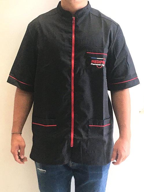 ARTHUR/ Homme / blouse noire / fermeture rouge /sourire