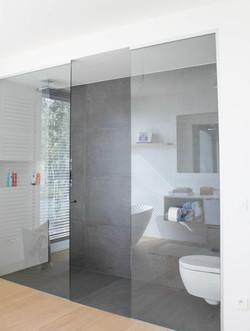 Moderne villa badkamer (4)