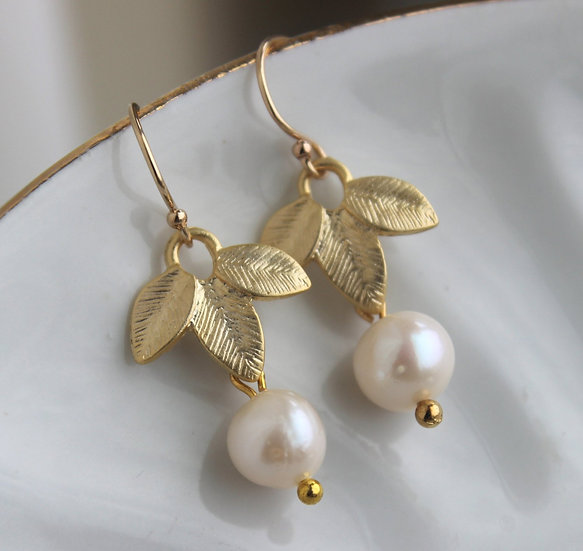 WHITE FRESHWATER PEARL GOLD LEAF EARRINGS