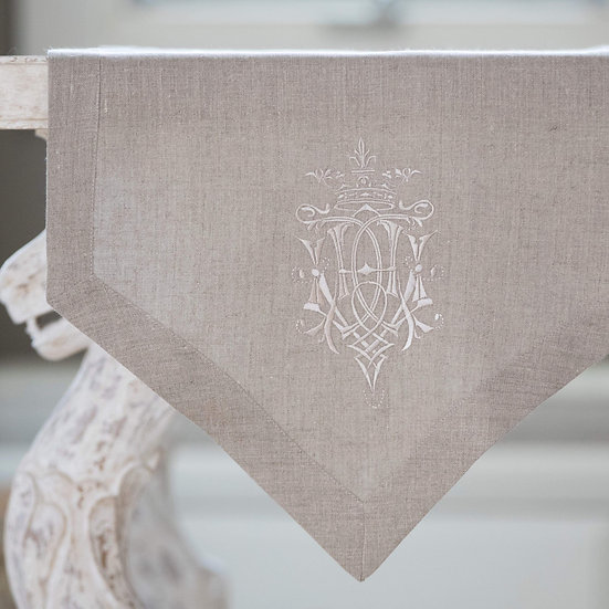 ROYAL EMBROIDERED LINEN TABLE RUNNER