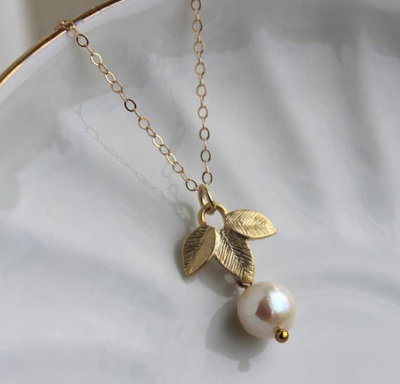 WHITE FRESHWATER PEARL GOLD LEAF NECKLACE