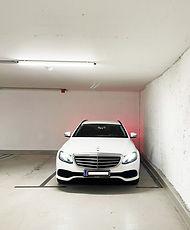 Garagenplatz mit Auto.jpg