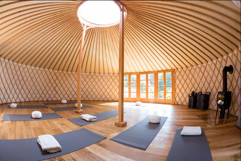 Modern Yurt | Praha, Česko | Yourtent.com | mixture gallery