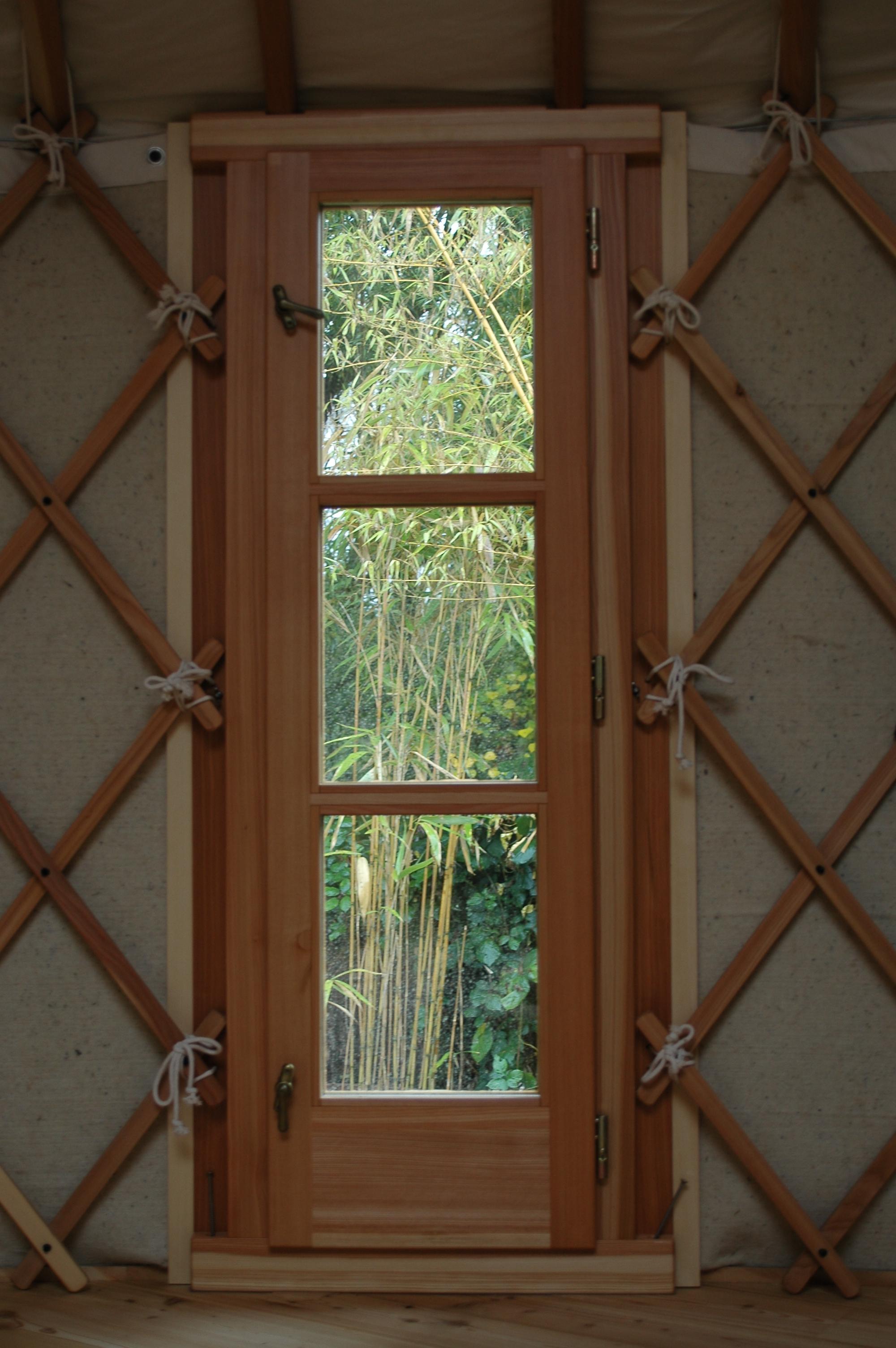 Okno úzké 60cm